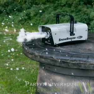 Sneeuwmachine actiefoto huren - Partytentverhuur Hoofddorp